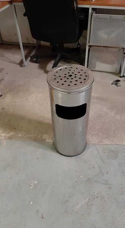 CINZEIRO DE PÉ,  com papeleira/caixote do lixo em metal