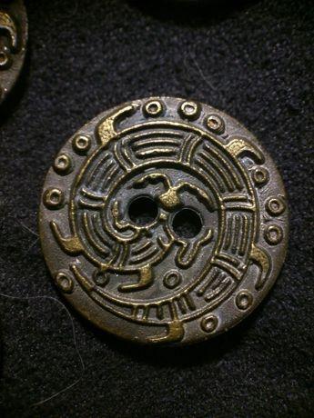 Пуговицы металлические с изображением сколопендры
