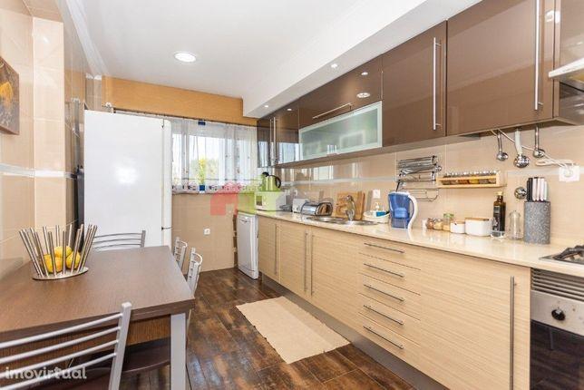 Apartamento T2 no Alto do Seixalinho – Próximo do hospital c/ elevador