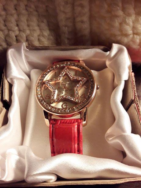 Стильные красивые женские часы
