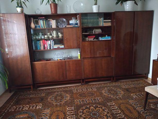 Politurowana meblościanka z lat 70 komoda, stół, krzesła SUPER STAN