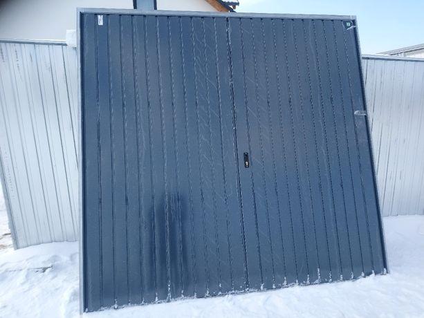 Brama garażowa, dwuskrzydłowa, ocieplona 2400x2400