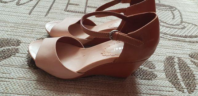 Skórzane sandałki Gino Rossi, rozmiar 38