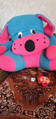 Большие игрушки ,собачка Барбоска и медвеженок Пух .