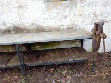 Stół warsztatowy własnej produkcji z imadłem kowalskim