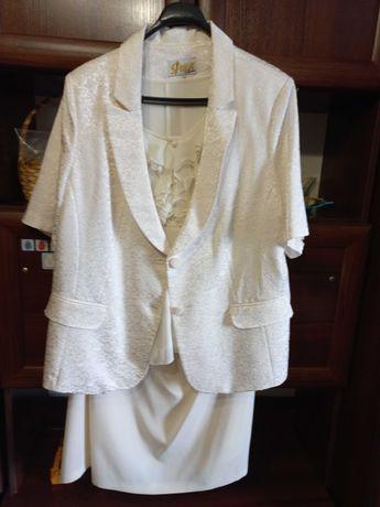 Костюм - тройка: блузка, пиджак, юбка