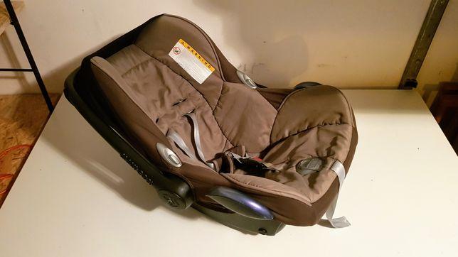 Fotelik Maxi Cosi z bazą Isofix, wkładką dla noworodka i śpiworkiem