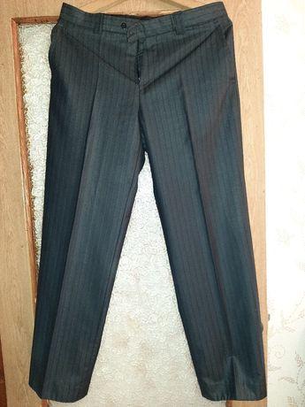 Мужские брюки и рубашка