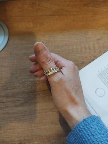 Piękny złoty pierścionek z cyrkoniami korona pr. 333