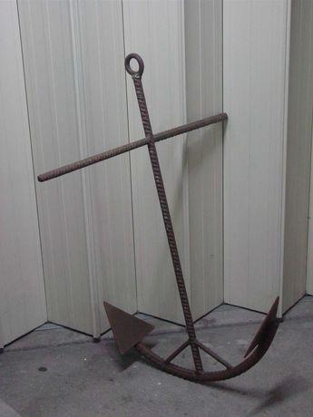 Âncora de barco em ferro fundido