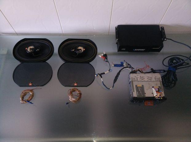 Blaupunkt auto-rádio e carregador de 10 CD's + colunas JBL 3 vias