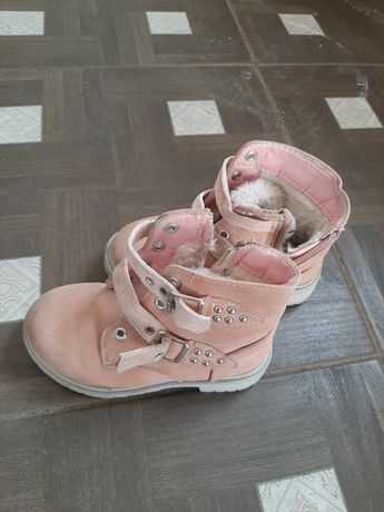 Продам  ботинки(зима) на девочку