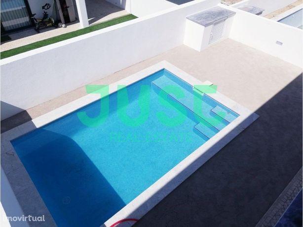 Moradia V4 com piscina e ampla garagem em Belverde