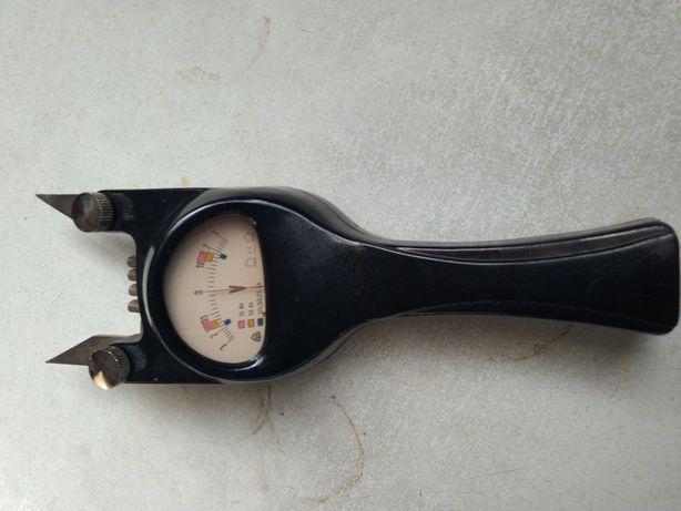 Stary miernik voltomierz akumulatorowy