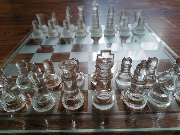 Szachy szklane. Glass chess