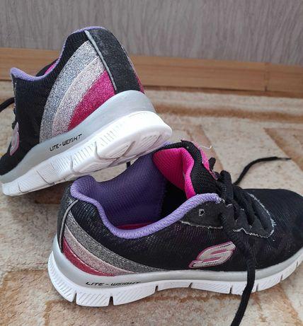 Фирменые кросовки,для девочки