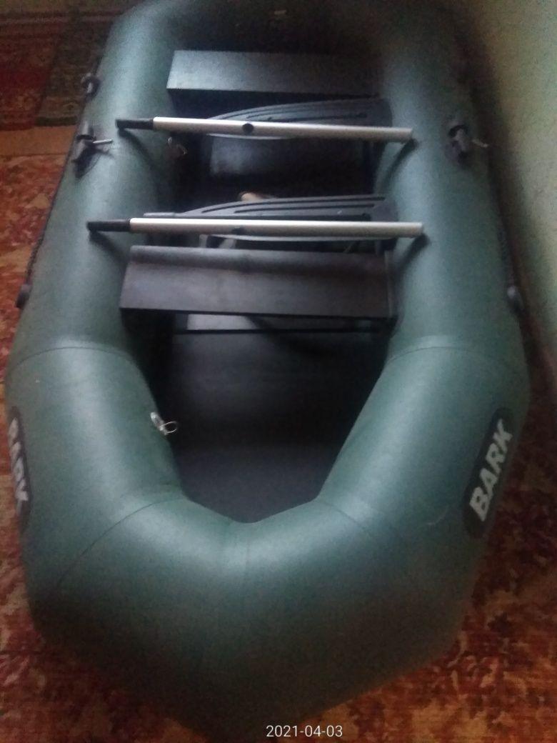 Лодка Bark 260 .