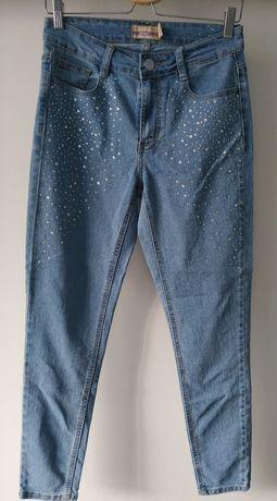 Jeansy z wysokim stanem w centki