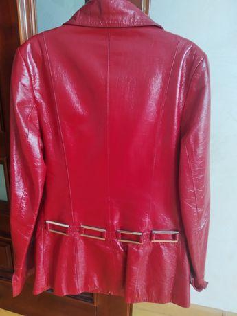 Продам шкіряну куртку в ідеальному стані