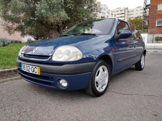 Renault 1.2 MTV versão especial com AC