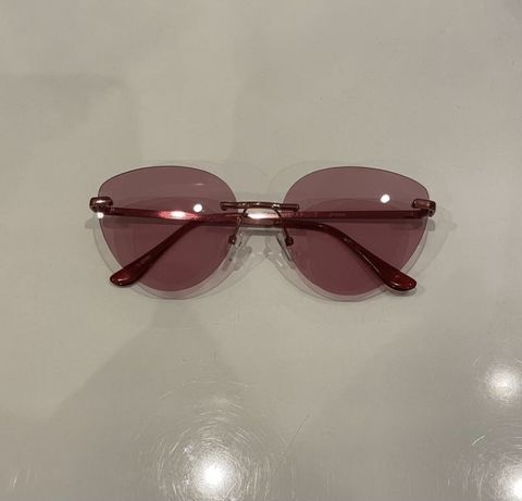 Очки с розовым стеклом