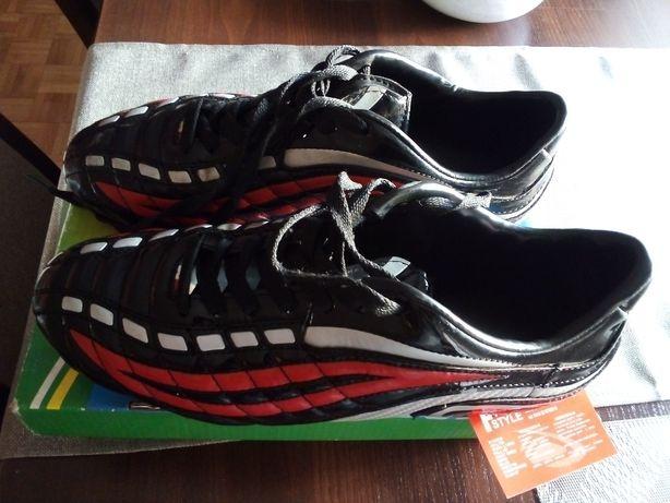 Nowe buty piłkarskie, korki Free Style