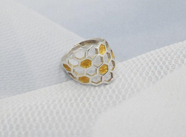 Piękny,srebrny 925 pierścionek plaster miodu