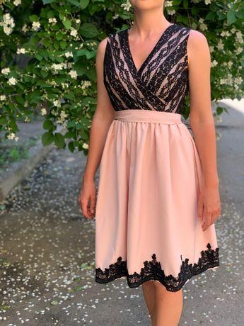 Платье розовое нарядное