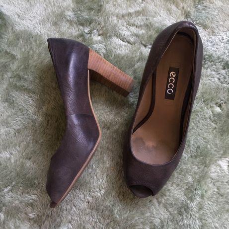 buty czułenka skórzane ECCO damskie na obcasie