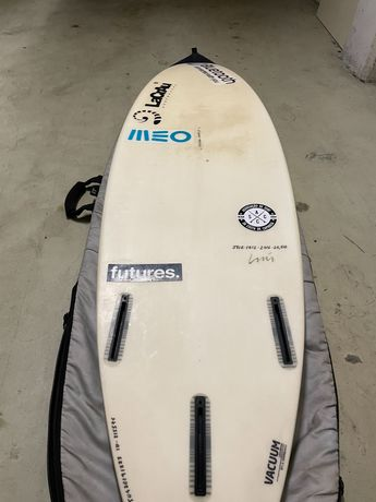 Prancha de surf da marca Lacrau