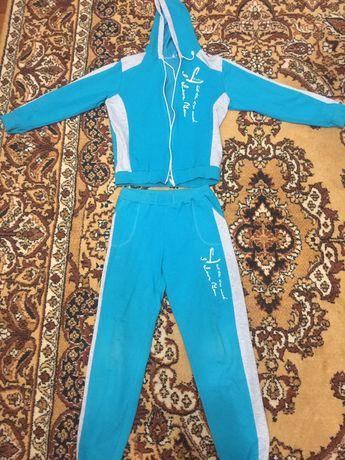 Спортивный костюм на девочку 9-11 лет