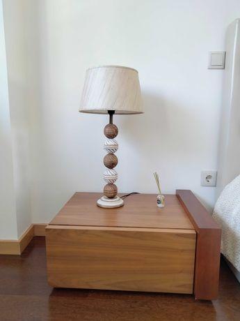 2 Mesas de cabeceira em madeira