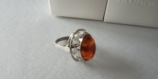 Piękny duży pierścionek z bursztynem!