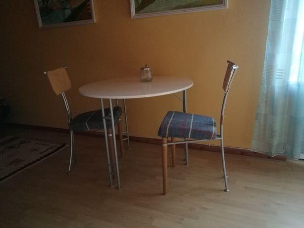 Zestaw: Stolik I dwa krzesla.
