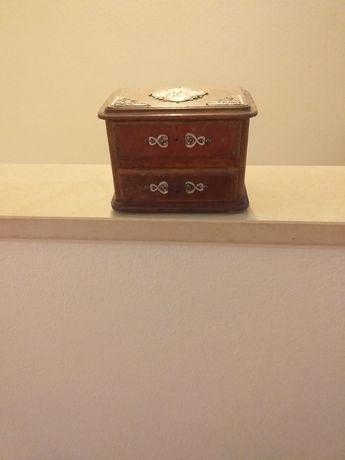 Caixa de guarda jóias com estanho