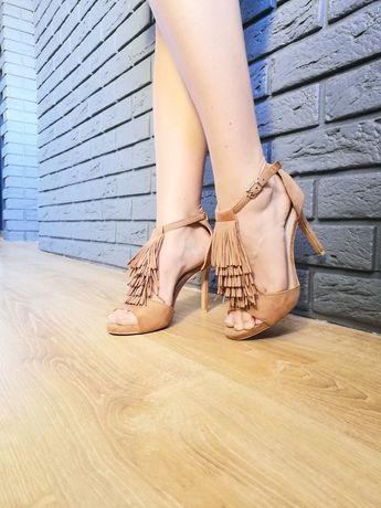 Brązowe buty boho z frędzlami