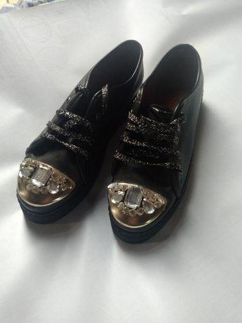 Продам сникерсы и туфли в хорошем состоянии,размер 40-ой,500грн