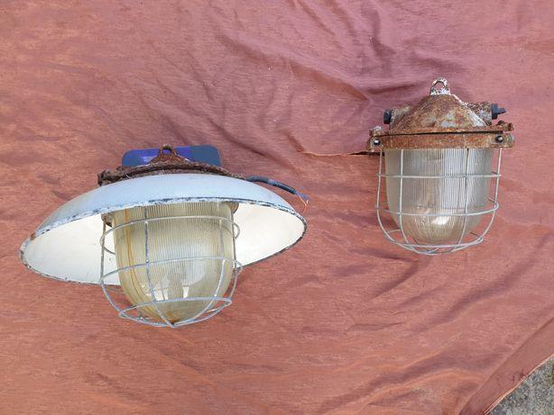 Stara lampa emaliowana żeliwna duża PRL industrialna