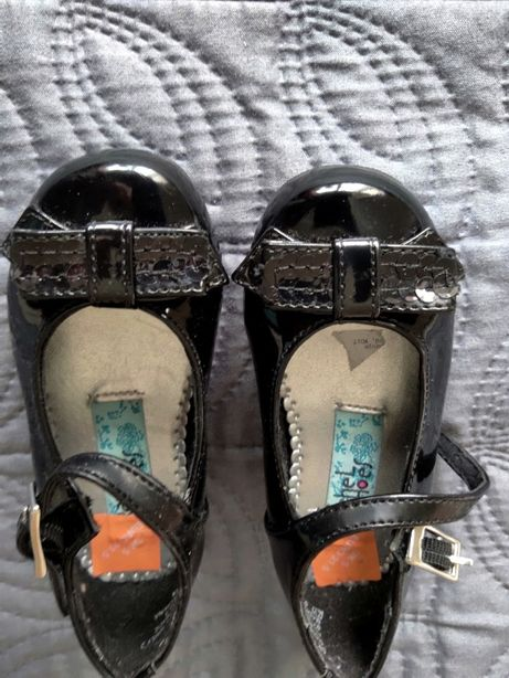 Buty dla dziewczynki, lakierki do sukienki, nowe - rozm. 21,5