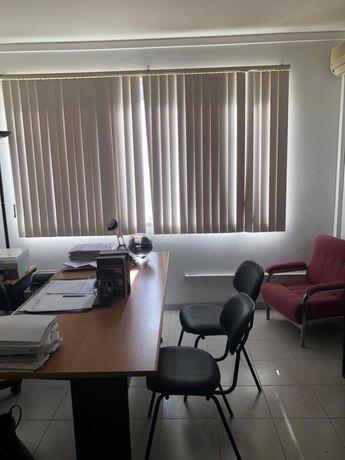 Escritório localizado na Rua das Lojas, Portimão