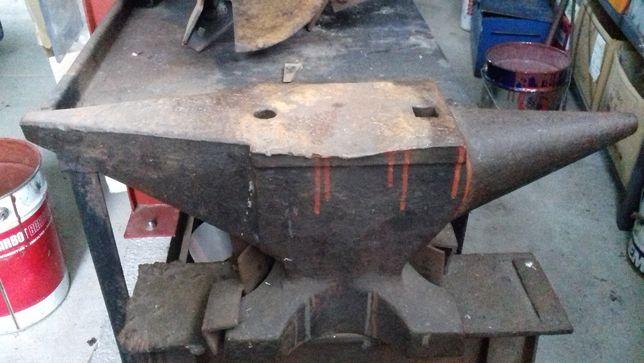 Bigorna em Aço 50kg