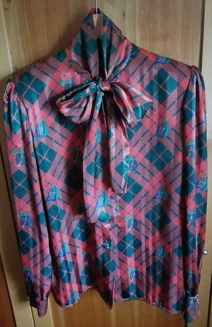 Blusa clássica em seda verde estampada