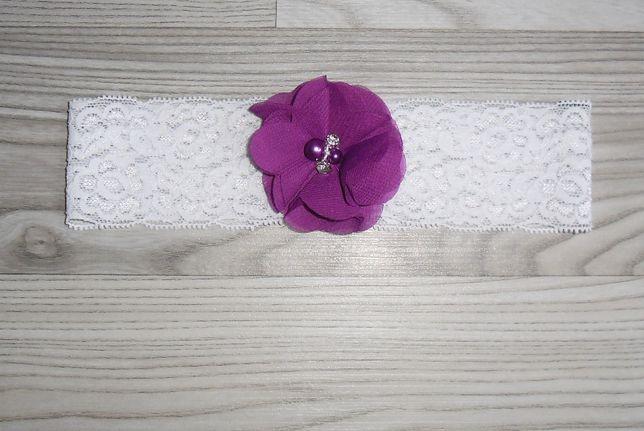 NOWA biała podwiązka z kwiatem kwiatkiem bordowym