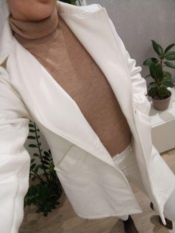 Elegancki płaszczyk damski