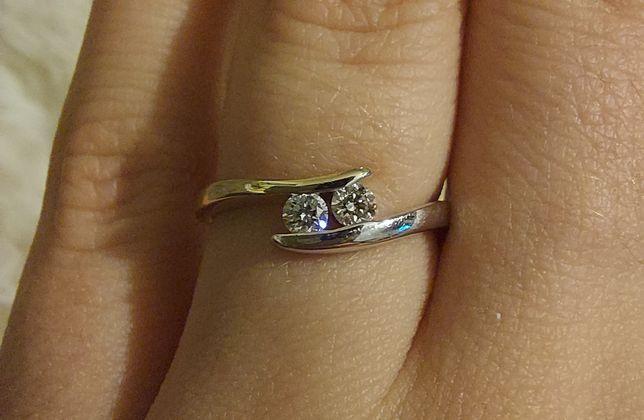 Piękny złoty pierścionek Kruk z brylantami certyfikat