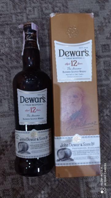 Бутылка и коробка из под виски Dewar's