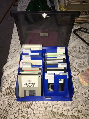 Caixa organizadora de disquetes, com disquetes incluídas