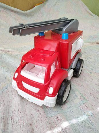 Іграшкова пожежна машина