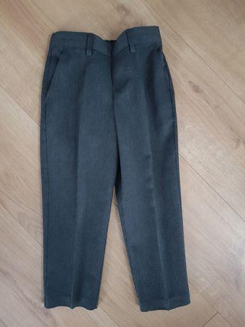 Eleganckie spodnie chłopięce na kant z kieszeniami 4-5 lat