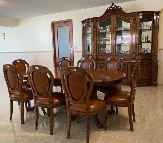 Mobília para Sala de jantar. Mesa de jantar. Madeira de castanha.